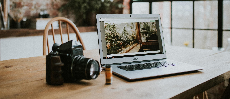 Digital : Photo d'un ordinateur et d'un appareil photo